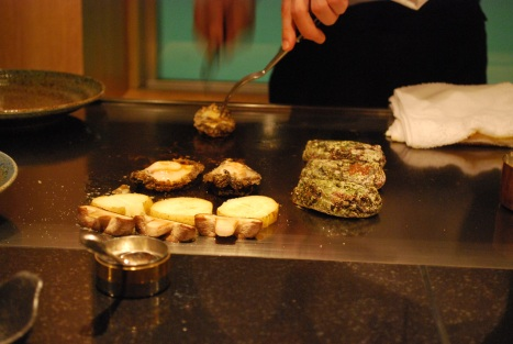 Ogawa-san Separated the Abalone from Shell like He's Breathing Air ...