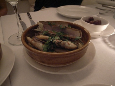 Razor clam in white wine sauce