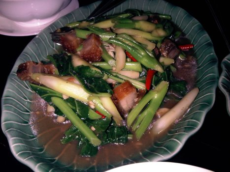 Stir-fried Kailan with Crispy Pork